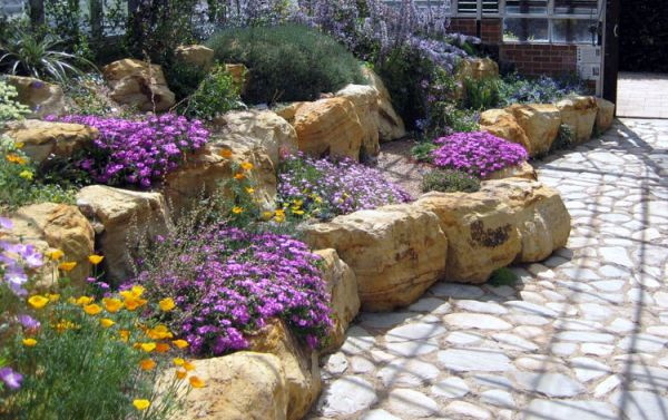 Alpine_hill_garden_01