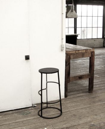 Black_bar_stool_02